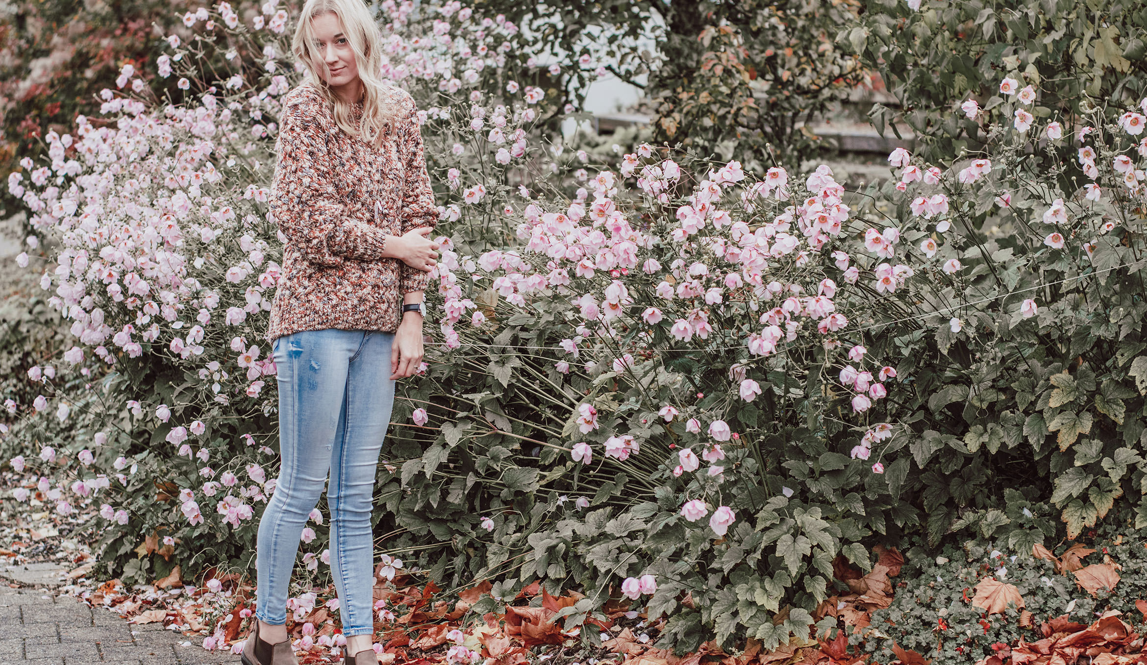 Autumn capsule wardrobe - multi sweater outfit
